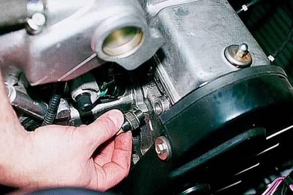 Датчик давления масла, аварийного давления: где находится, как проверить