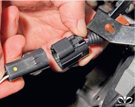Датчик кислорода Дэу Нексия на 16 и 8 клапанов: устройство, замена