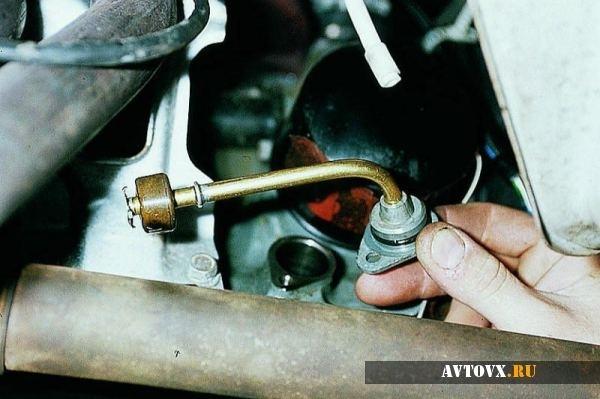 Датчик уровня масла ВАЗ-2110 8 клапанов: назначение, где находится, замена